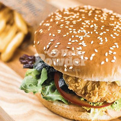 Crispy chicken Burger und Pommes 11E