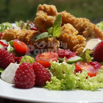 goldbraune Chicken Stripes auf Blattsalat 17E