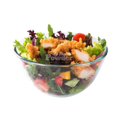 knusprige hühnerflügel im salat